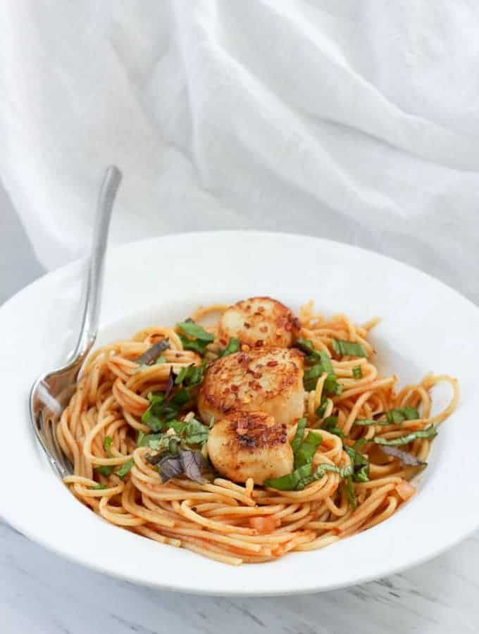 These Spicy Seared Sea Scallops with Pasta is an easy and quick Date Night dinner, featuring sea scallops tossed in spices and seared to perfection!
