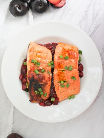 This luscious Grilled King Salmon with Plum Sauce is made with rich and meaty King salmon fillets and fresh plum sauce!
