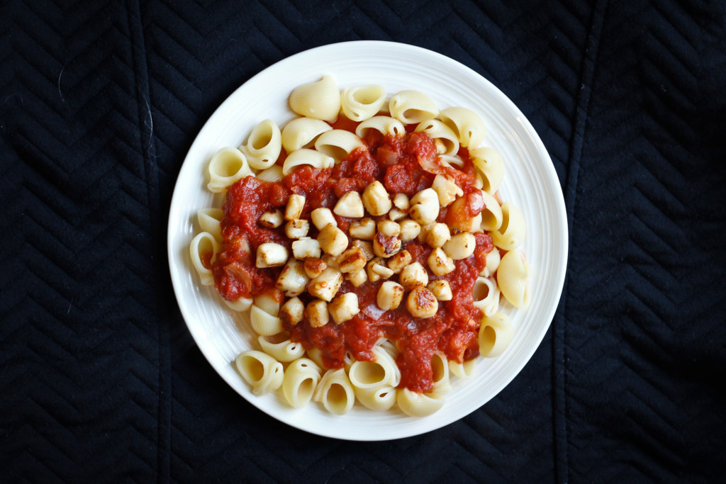 Spicy Seared Scallops with Pasta