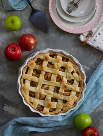 vegan apple pie ready to serve