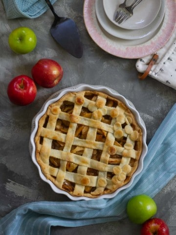 vegan apple pie ready to serve