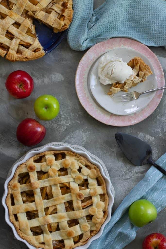 serving vegan apple pie