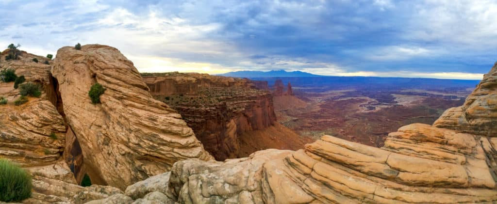 mesa arch overlook in canyonlands