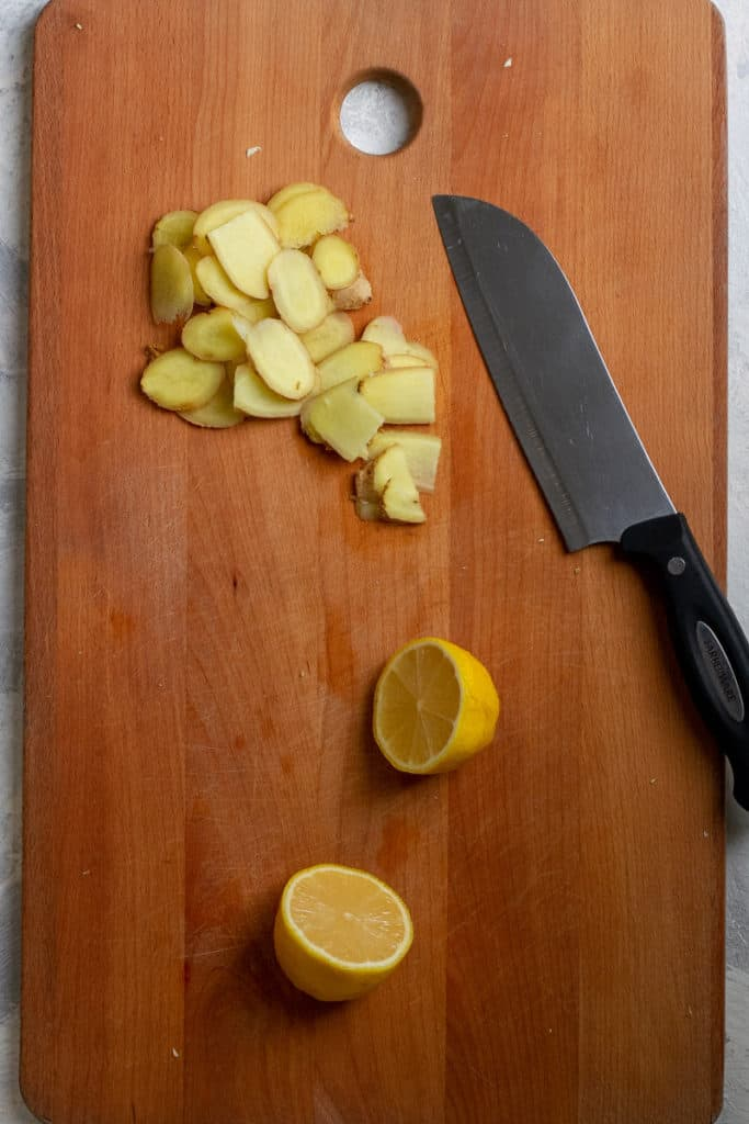 Thinly slice the ginger