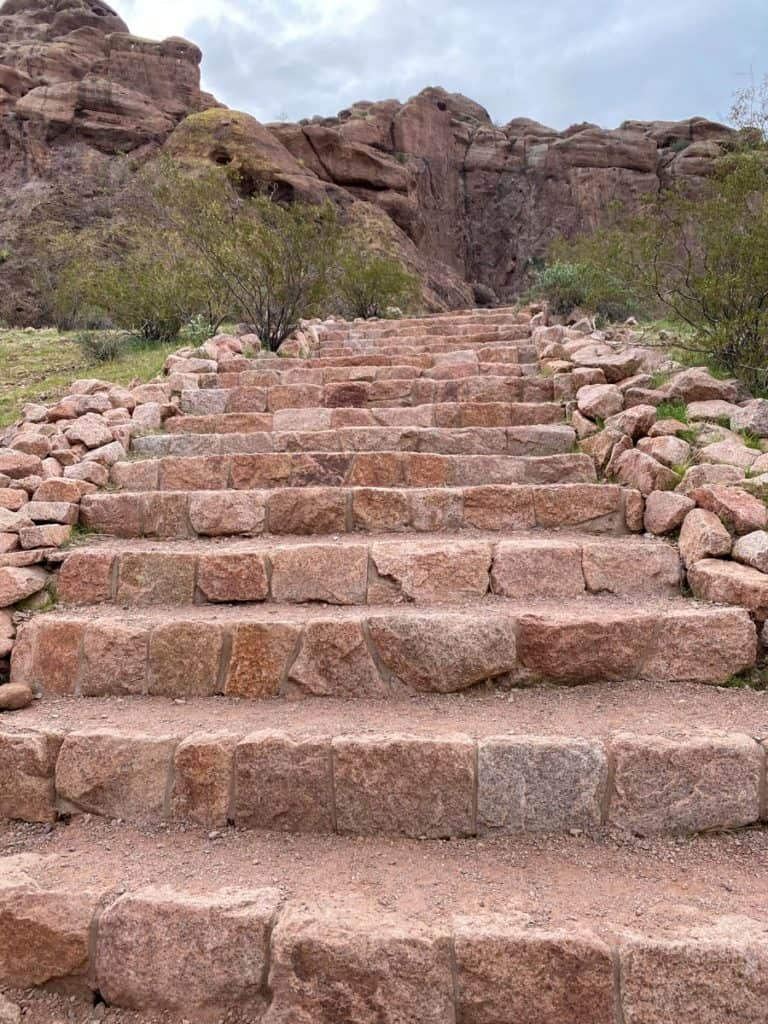 Bobbi Rock Loop Staircase