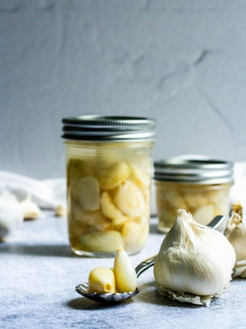lacto fermented garlic in jars