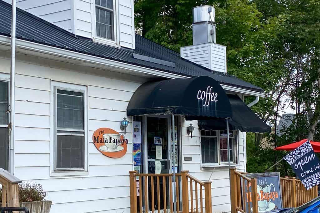 Maia Papaya Coffee Shop.